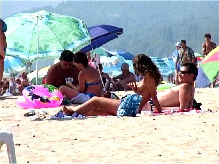 русские на диком пляже